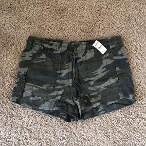 Women's Express Camo Shorts   Size M